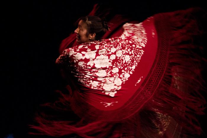 Flamenco Danza Gala - Manton blanco y rojo