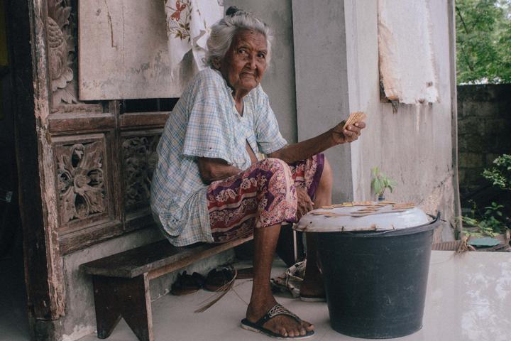 Grandma playing dominoes, Bali